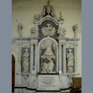 Holt memorial in church2